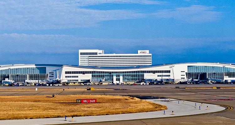 1024px-20110123_DFW_terminal_D